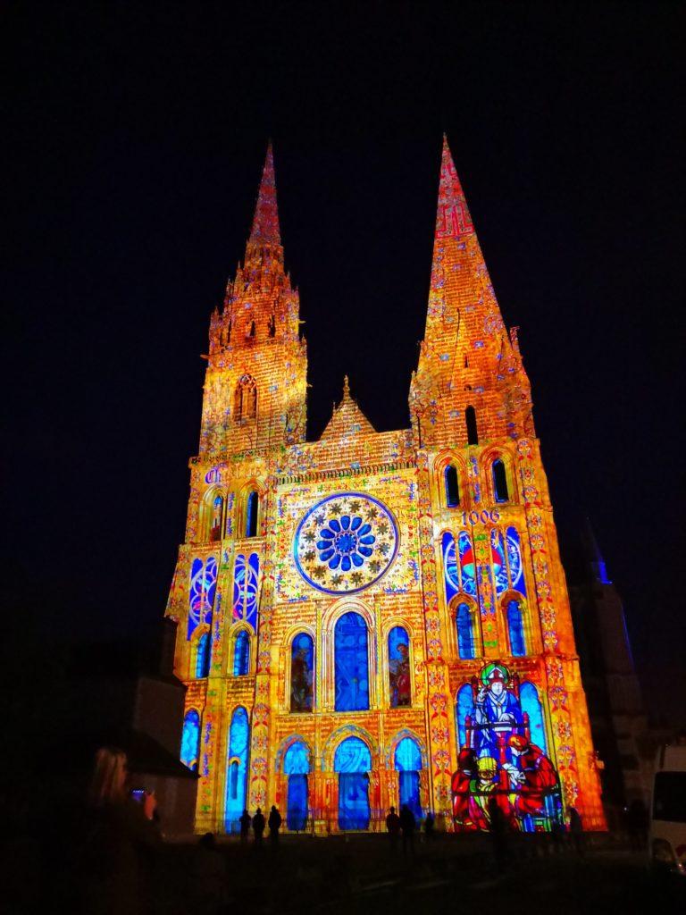 Façade de la cathédrale de Chartres - Scénographie Spectaculaires Allumeurs d'images